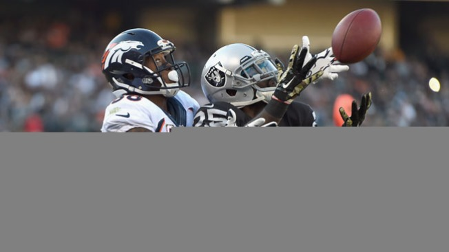 Manning, receptores se lucen en Oakland