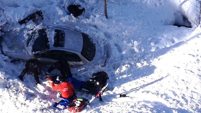 Nieve amortigua gran caída de carro