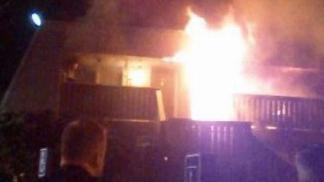 Residentes escapan de incendio a tiempo