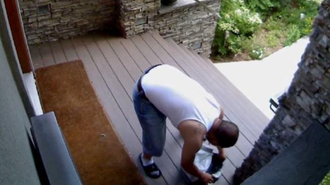 Capturan descarado robo en cámara