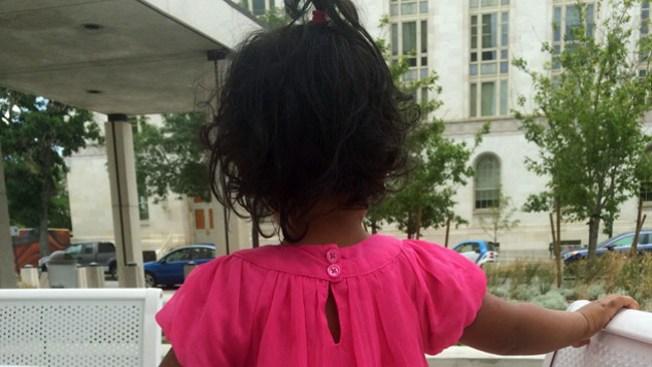Niños migrantes van a la corte en Denver