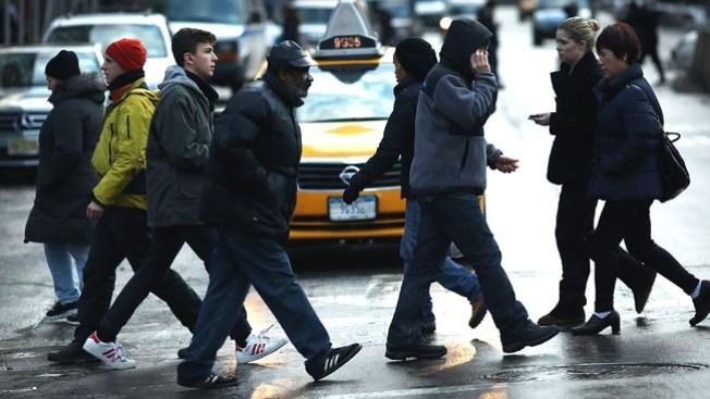 Calles ponen en peligro a peatones