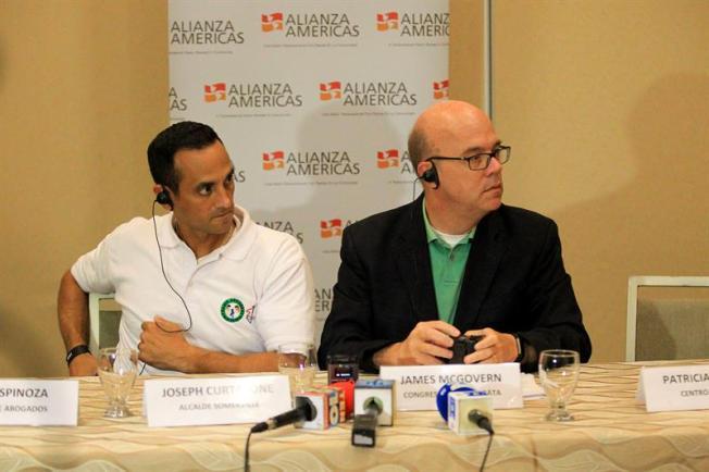 Delegación de EE.UU. busca apoyo en Honduras y El Salvador para los inmigrantes