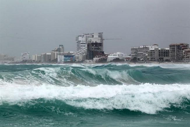Huracán Gert avanza hacia aguas abiertas del Atlántico y puede fortalecerse