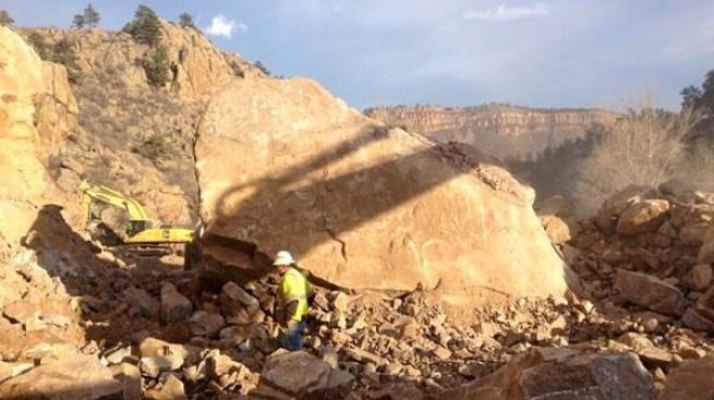 Rocas gigantescas cierran parte de la 36