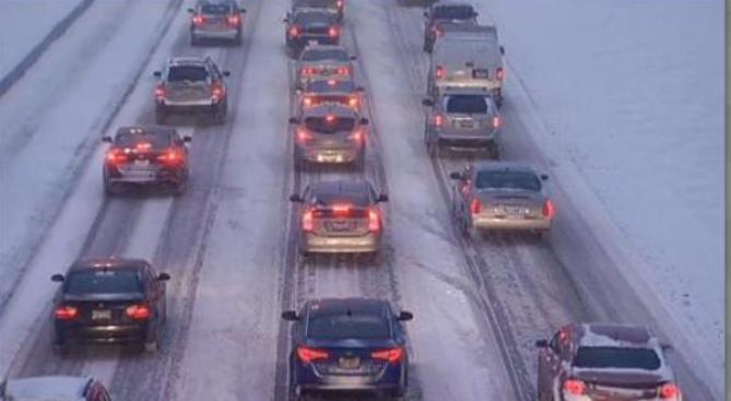 Tormenta causa retrasos en carreteras